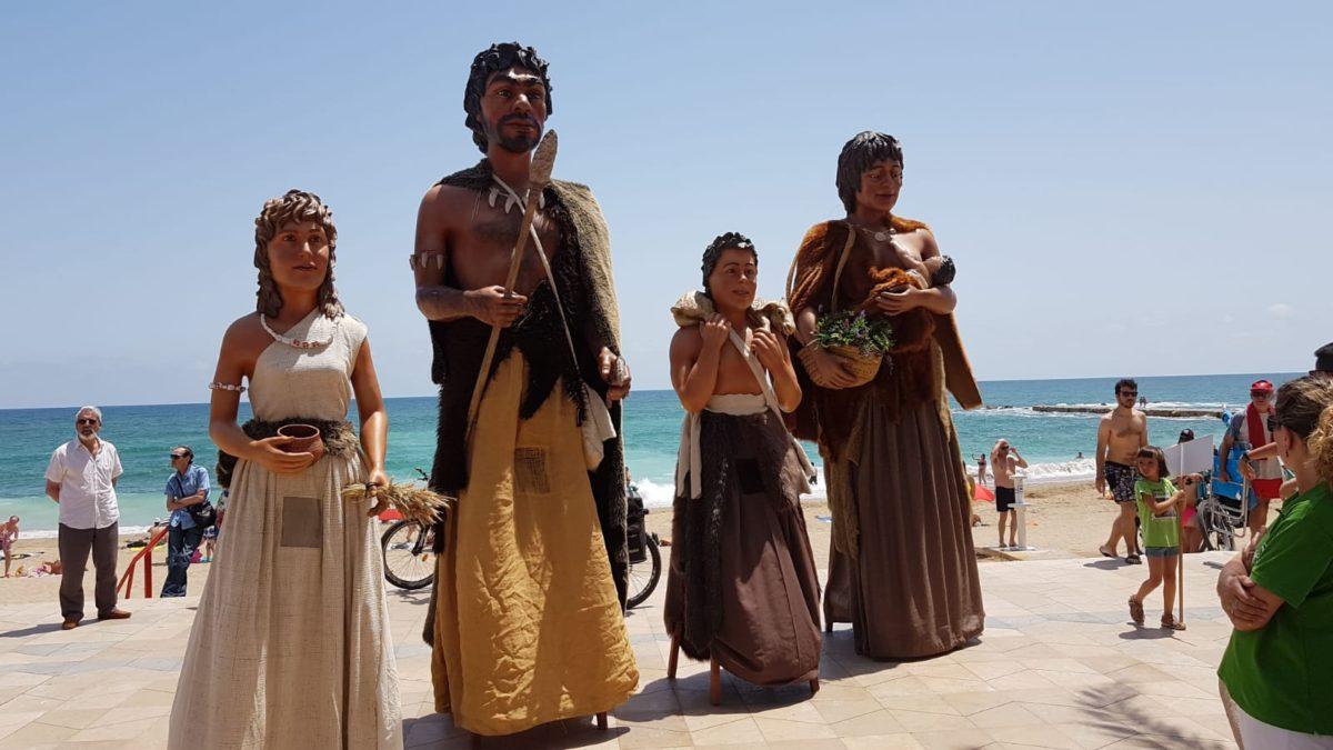 Actuació dels Gegants Neolítics a la Trobada Gegantera d'Arenys de Mar