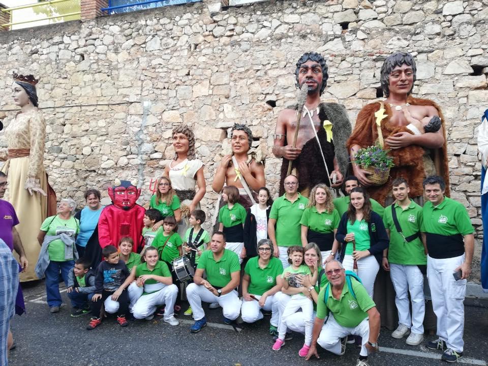 Última actuació dels Gegants Neolítics d'aquesta temporada a Alcover