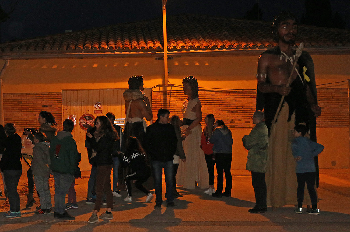 Els menors migrants acollits a l'Espluga descobreixen els Grallers, Gegants i Nans