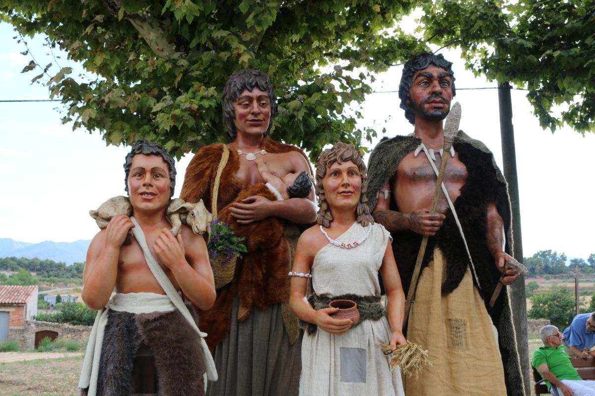 Actuació dels Gegants Neolítics a la Trobada Gegantera de Montblanc