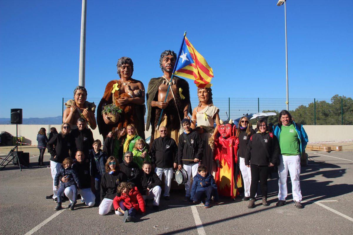 Participació dels Gegants Neolítics de l'Espluga a la concentració per Carme Forcadell