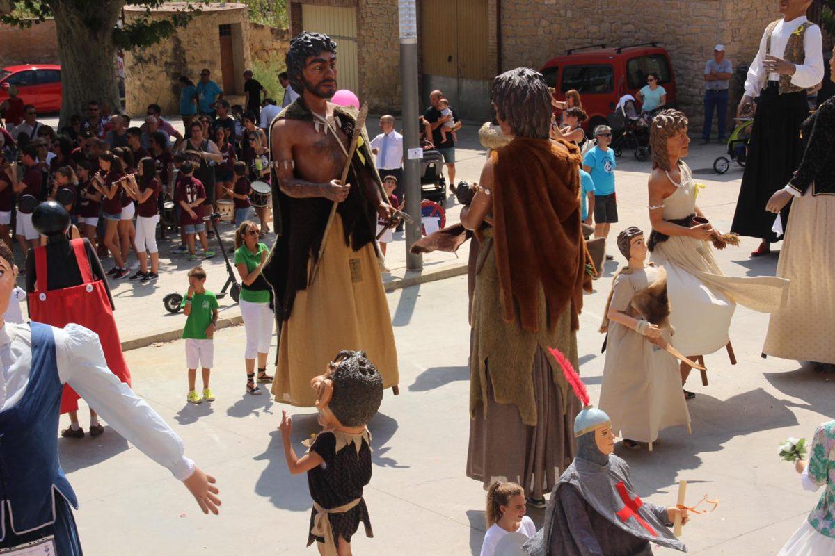 Els Gegants Neolítics de l'Espluga, a l'estrena del capgròs de Vinaixa
