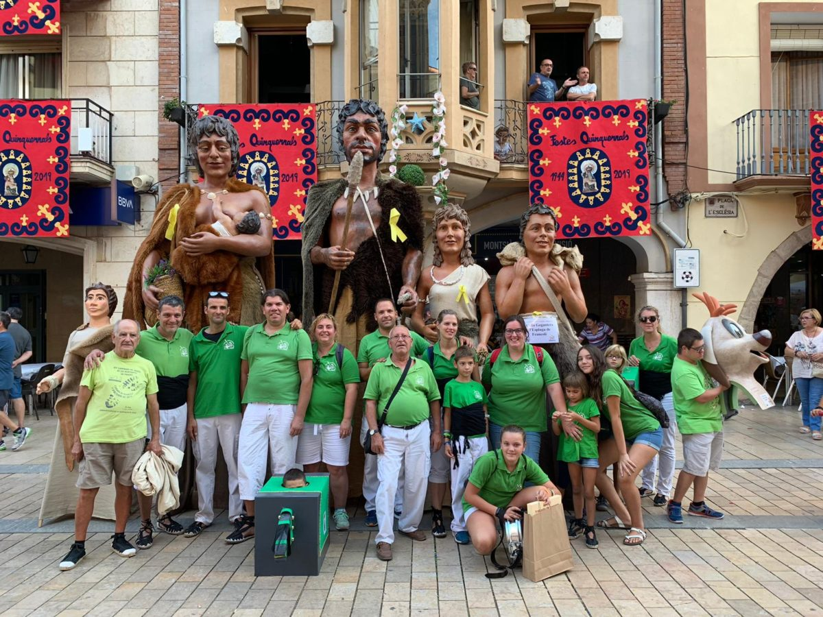 Les Festes Quinquenals d'Ulldecona gaudeixen de la visita dels Gegants Neolítics de l'Espluga