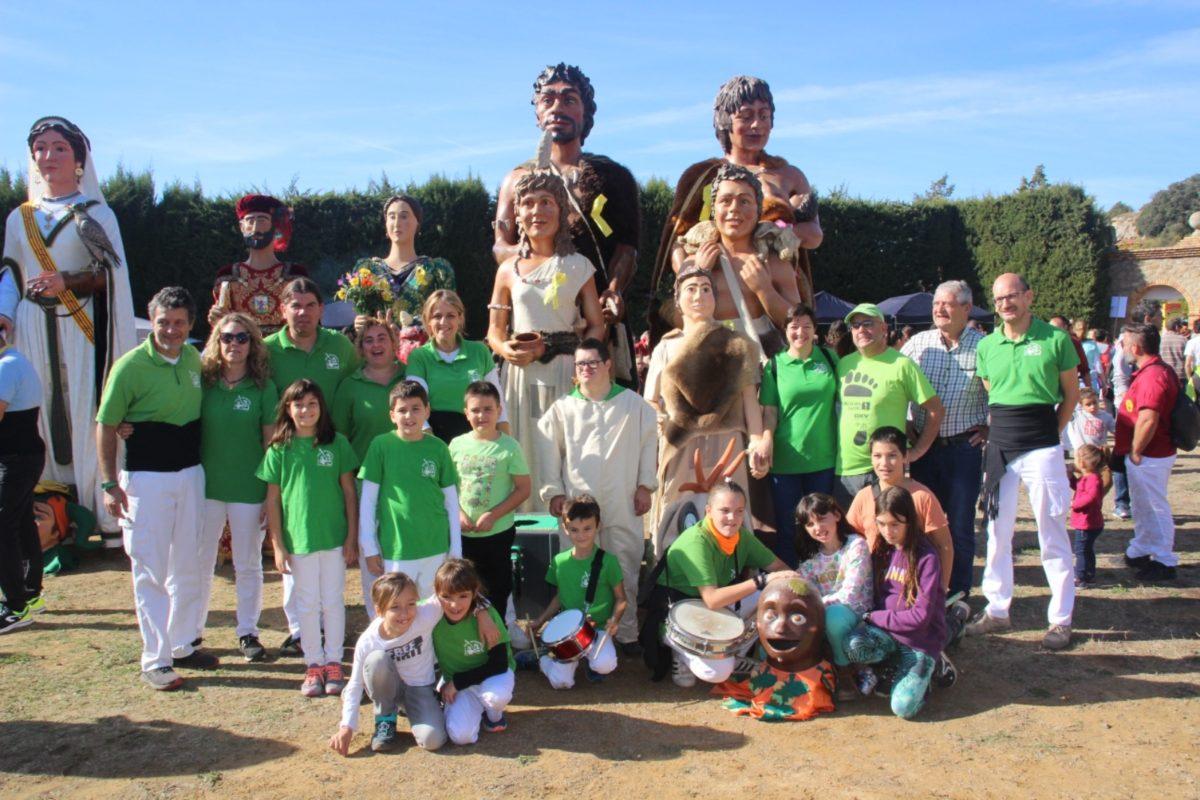 Els Gegants Neolítics de l'Espluga clouen la temporada pel territori a Vilanova de Prades