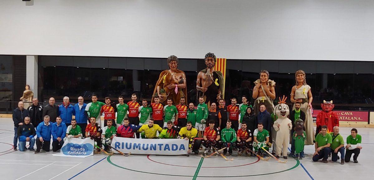 Els Gegants Neolítics, al partit d'hoquei de la selecció catalana a l'Espluga per la Riuada Solidària