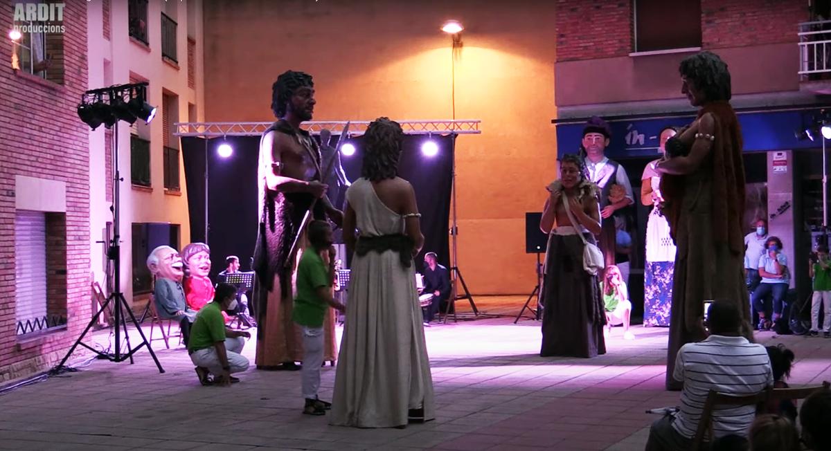 La Dansa dels Gegants Neolítics, present l'espectacle de la 22a Trobada de Gegants de Valls