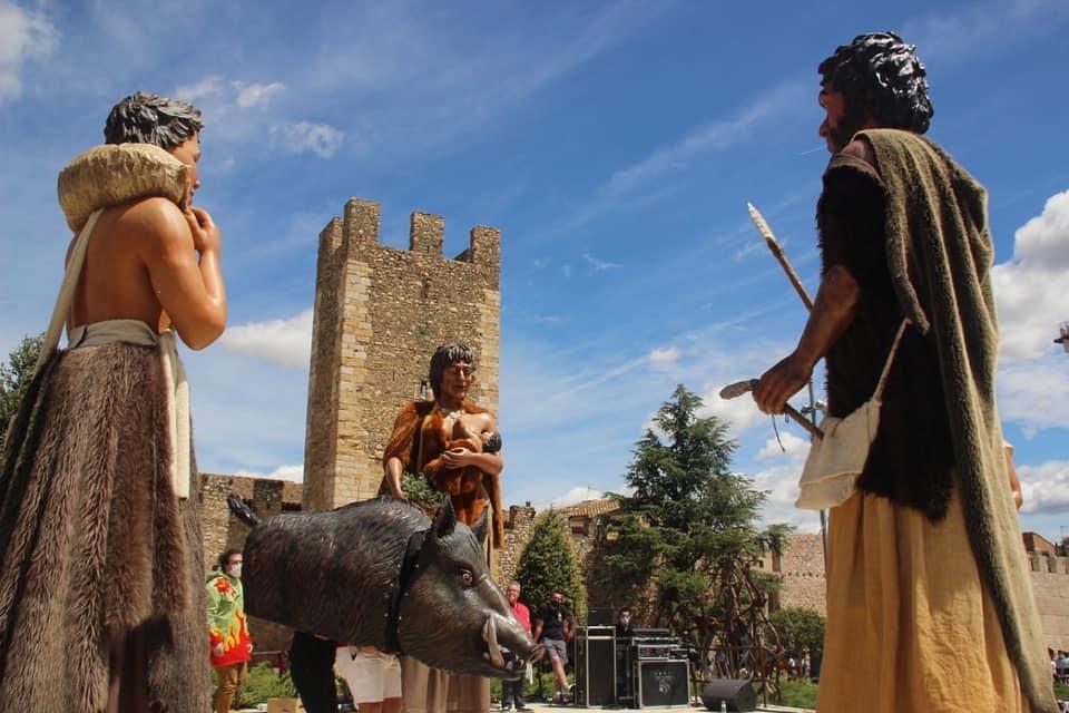 Els Gegants Neolítics i el Senglar de l'Espluga, dansen junts per primer cop a Montblanc