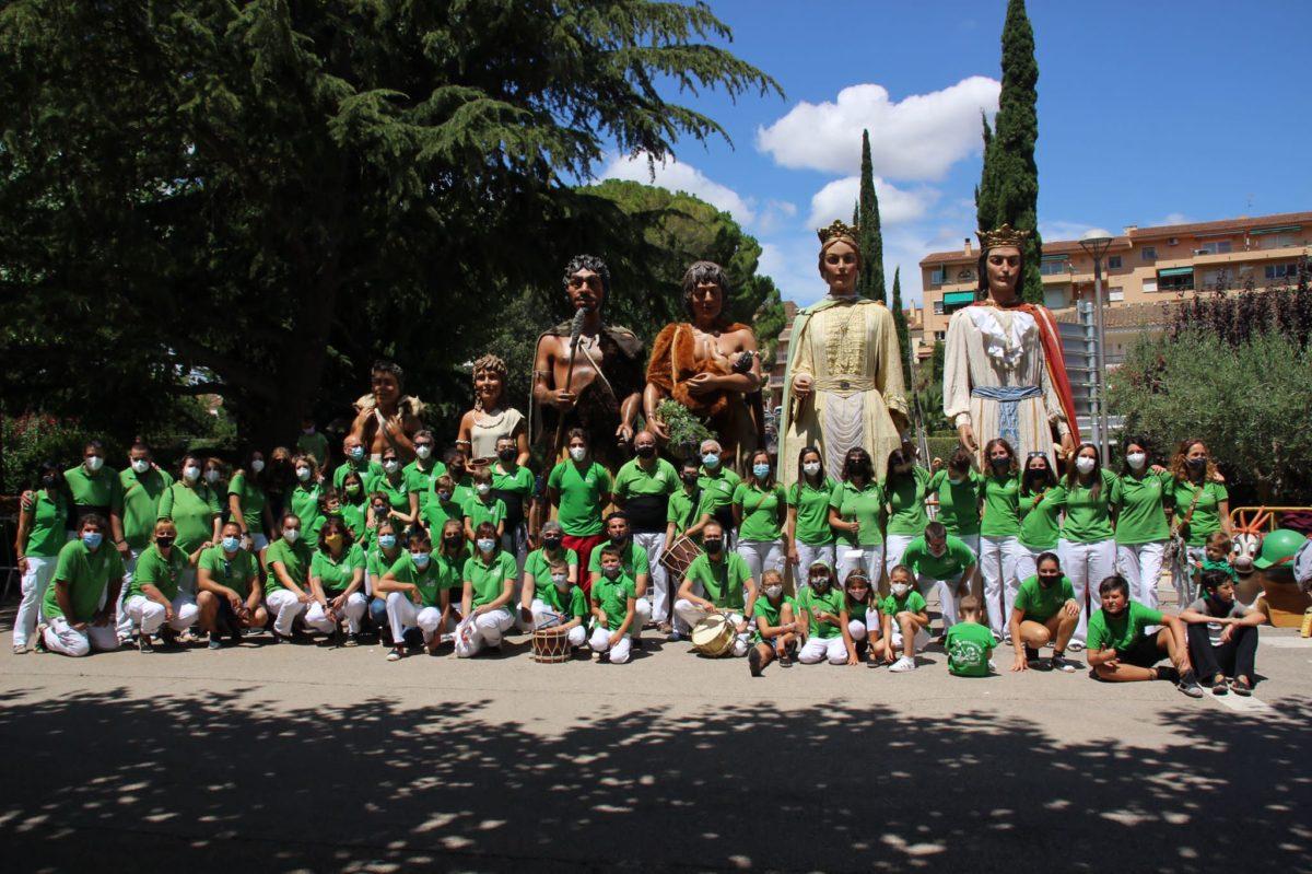 La plaça Montserrat Canals supleix la de la Vila en la ballada de Festa Major