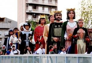 Els vuit gegants de la ciutat acompanyats de la Dimonieta
